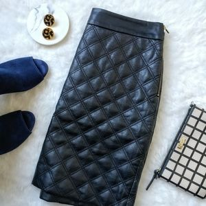 Banana Republic ▪ Quilted Faux Leather Skirt